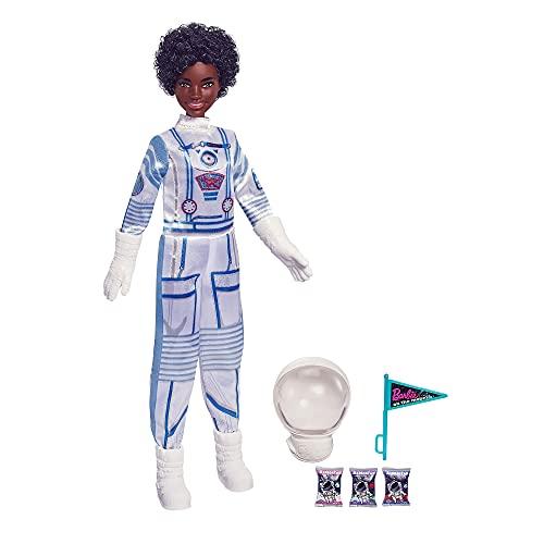 Barbie Space Discovery Astronauta, Bambola Barbie Castana con Tuta Spaziale Scintillante, Casco, Guanti e Bandiera e Altri Accessori per Missione nello Spazio, Giocattolo per Bambini 3+Anni, GTW31