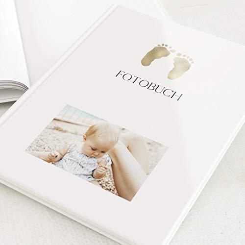 sendmoments Fotoalbum, Baby-Photobuch, personalisiert mit Ihrem Bild, Goldige Füßchen, leere weiße Innenseiten zum Fotos einkleben, Hardcover-Buch, Hochformat, 32 Seiten oder mehr, Klassisch gold weiß