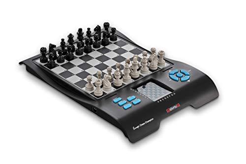 Europe Chess Champion - Millennium Schachcomputer + 7 weitere Spiele (Dame, Halma, 4 gewinnt, Reversi, etc.) für Einsteiger und Kinder. Mit praktischem Figurenfach für Reisen und unterwegs