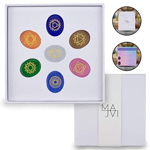 MAJVI Premium Chakra Steine Set mit den 7 wichtigsten Edelsteinen – Heilsteine Set mit Beschreibung – Hochwertige Handgefertigte Edelsteine mit eingravierten Symbolen – Reiki – Heilend