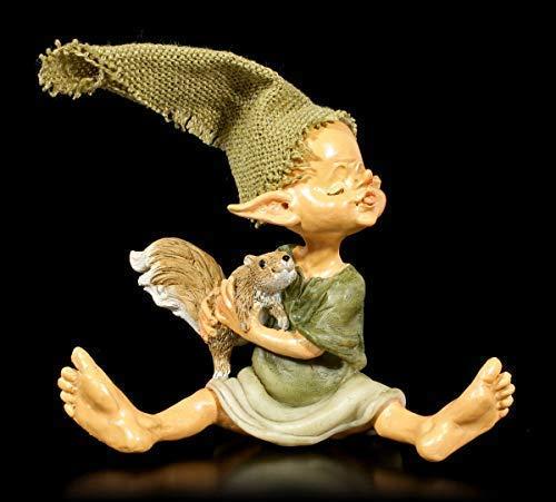 Figuren Shop GmbH Pixie Kobold Fantasy-Figur mit Eichhörnchen und großer Zipfelmütze, Handbemalt