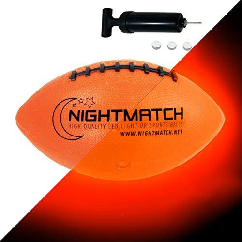 NIGHTMATCH LED Leuchtfootball - Offizielle Größe 6 - Komplettset - 2 Sensor aktivierte LED's für Spaß im Dunkeln - Ideal für Klein & Groß - Football Kinder, Football Geschenke, Leuchtender Ball