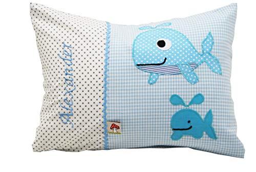 Glückspilz Namenskissen Babykissen I Wal Fisch I Blau I mit Namen personalisiert I Geschenk zu Geburt, Taufe oder Geburtstag I verschiedene Größen (25 x 35 cm)
