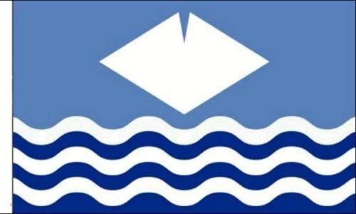 FlagSuperstore© Isle of Wight Bootsflagge, 45,7 x 30,5 cm, Motiv: Baumhäuser, Wohnwagen, mit Ärmeln, 45 x 30 cm