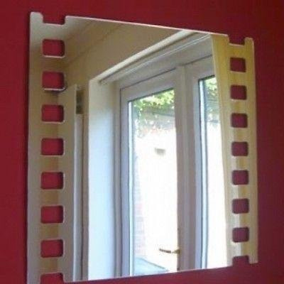 Lot de 10 mini miroirs muraux décoratifs.