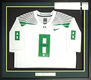Signed Marcus Mariota Jersey - Framed White Nike MM Holo Stock #89826 - Autographed College Jerseys