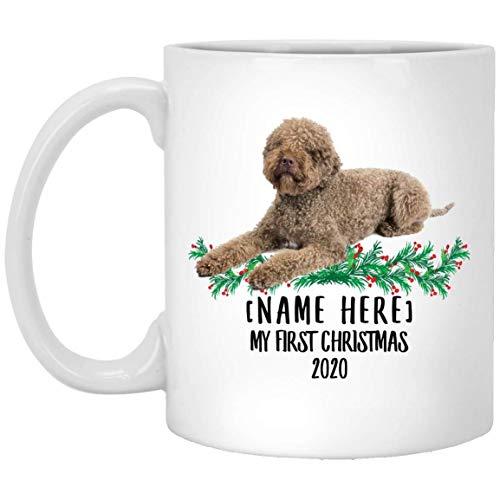 Divertido nombre personalizado Lagotto Romagnolo Brown Primera Navidad 2020 Taza de café blanco 11 oz