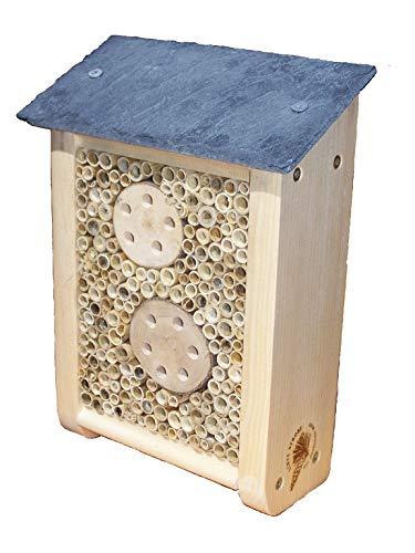 Insektenhotel mit Schieferdach aus wetterfestem Strobenholz