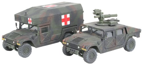 Revell Modellbausatz 03147 - HMMWV M966 Tow Missile Carrier&M997 Maxi Ambulance im Maßstab 1:72