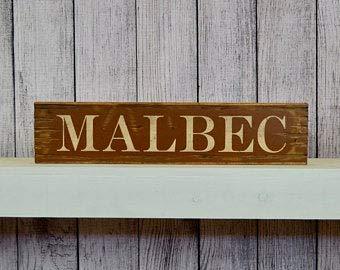 Not Branded Señal de madera rústica de Malbec envejecida de 30,5 cm para vino, licor, barra de licor, barra de licor, señal de bebidas alcohólicas y whisky