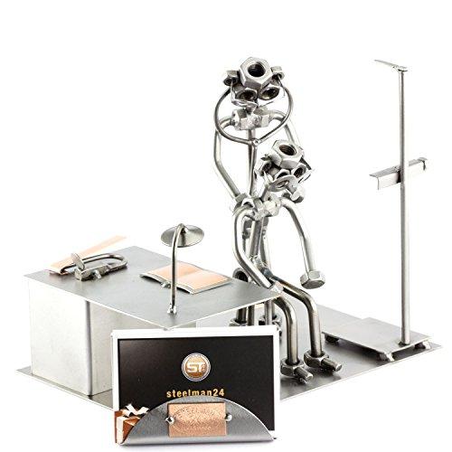 Steelman24 I Schraubenmännchen Praktischer Arzt Visitenkartenhalter I Made in Germany I Handarbeit I Geschenkidee I Stahlfigur I Metallfigur I Metallmännchen
