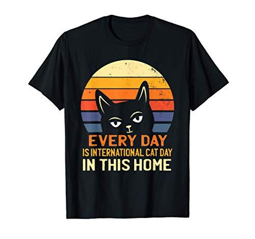 Cada día es el Día Internacional del Gato en este hogar Cat Camiseta