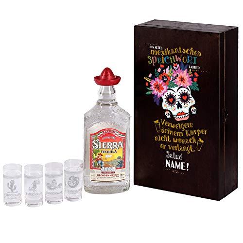Herz & Heim® Sierra Tequila Geschenk Set personalisiert mit Ihrem Wunschnamen bekommen Sie 4 graviertem Schnapsgläser und eine Flasche 0,7 l Sierra Tequila Silver in einer großartiger Holzverpackung