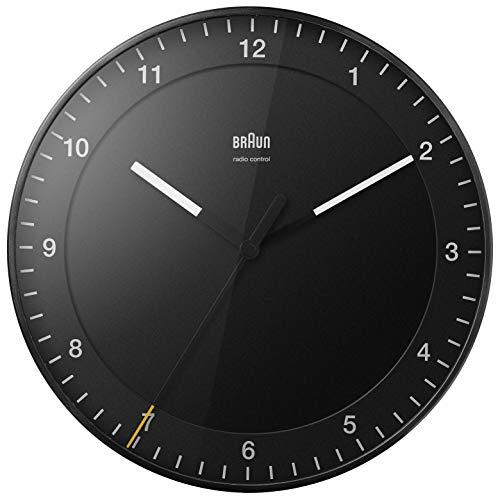Braun Klassische große Funkwanduhr Mitteleuropäische Zeitzone (MEZ/GMT+1) mit leisem Uhrwerk, leicht lesbares Zifferblatt, 30cm Durchmesser, schwarzes Modell BC17B-DCF.