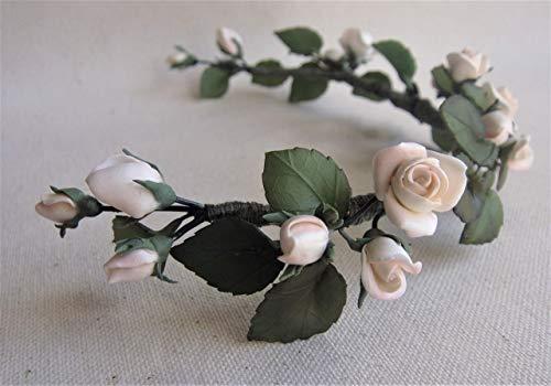 Tocado de Rosas blancas y hojas verdes. Flores y hojas de porcelana fr