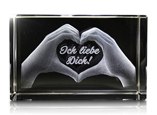 VIP-LASER 3D Glas Kristall mit Gravur: Herz aus zwei Händen mit Text: Ich liebe Dich!