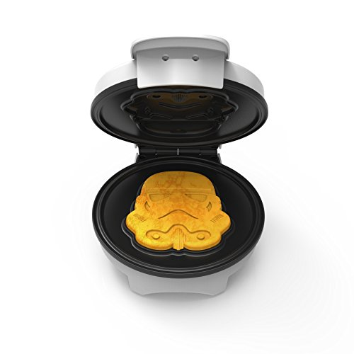Uncanny Brands Stormtrooper Waffle Maker- Imperial Army Soldiers On Your Waffles-...