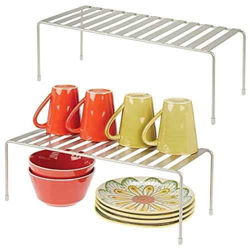 mDesign Juego de 2 estantes de cocina – Soportes para platos independientes de metal – Organizadores de armarios extragrandes para tazas, platos, alimentos, etc. – plateado mate