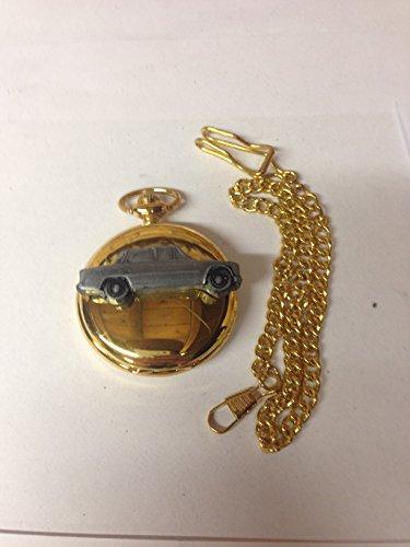 ALFA ROMEO GIULIA 1300Super (um 1971) Ref2Zinn Effekt Auto Emblem auf eine poliert Gold Fall Herren Geschenk Quarz Taschenuhr hergestellt in Sheffield