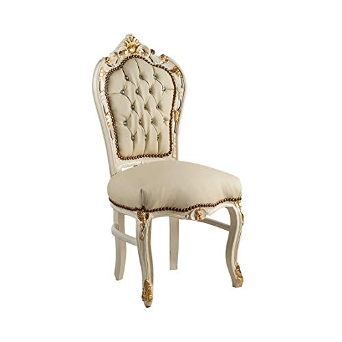 Silla de estilo barroco de madera de caoba lacada marfil decorada con hojas doradas y revestimiento de piel sintética.