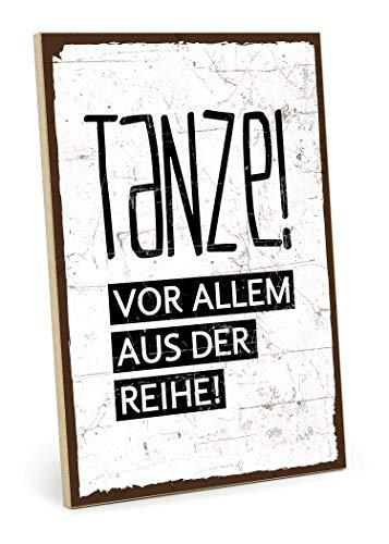 TypeStoff Holzschild mit Spruch – TANZE. VOR ALLEM AUS DER Reihe – im Vintage-Look mit Zitat als Geschenk und Dekoration zum Thema Abwechslung, Sport, Fitness und Veränderung (19,5 x 28,2 cm)