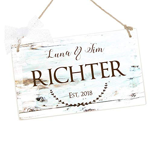Türschild aus Holz mit Namen als Geschenk zum Einzug, als Hochzeitsgeschenk, zum Geburtstag und als besondere Dekoration für die Eingangstür, personalisiert mit Namen und Datum