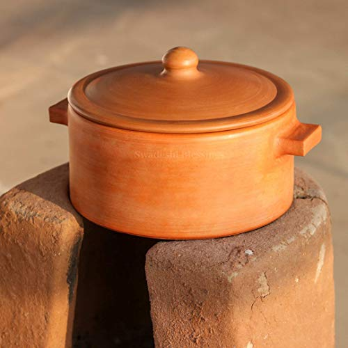 Swadeshi Blessings HandMade Exclusive Range Unglazed Clay HotCase/Earthen Pot for Cooking & Serving with Lid, 2.8LTR (Natural Firing Shade & Mirror Shine) + Free Palm Leaf Stand