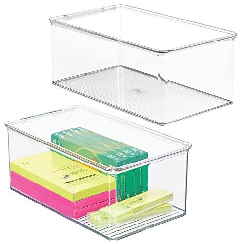 mDesign Juego de 2 cajas organizadoras para el despacho – Contenedores de plástico apilables para armarios o cajones – Organizador para oficina con tapa para sobres, bolígrafos y más – transparente