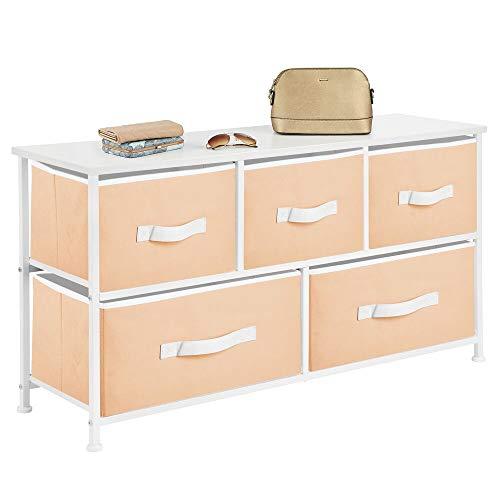 mDesign Cajonera de metal y tela con 5 cajones – Ancha cómoda para dormitorio, sala de estar o pasillo – Mueble organizador para ropa con balda de madera MDF – naranja claro/blanco