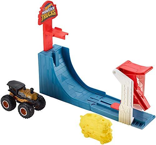 Hot Wheels - Monster Truck Pista de coches, Super Salto con vehiculo Loco Punk (Mattel GCG00)