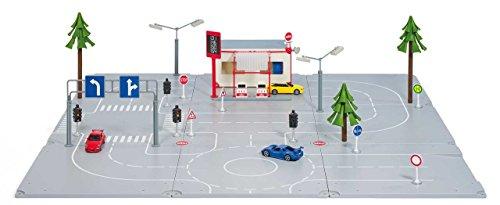 SIKU 5501, Set Stadt, 1:50, Kunststoff, Spielkombination 3 Grundplatten, 3 Spielzeugautos, Waschanlage, Straßenschildern, Ampel und Baum, Zum einfachen Zusammenstecken