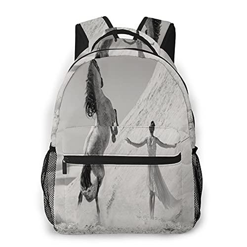 MEJX Mochila Paquete de Almacenamiento,Mujer con un caballo blanco en un desierto,Casual Bolsa de Estudiantes de la Escuela Mochila Portátil de Viaje
