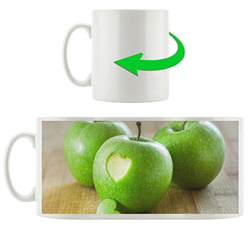 ein Herzchen im Apfel, Motivtasse aus weißem Keramik 300ml, Tolle Geschenkidee zu jedem Anlass. Ihr neuer Lieblingsbecher für Kaffe, Tee und Heißgetränke