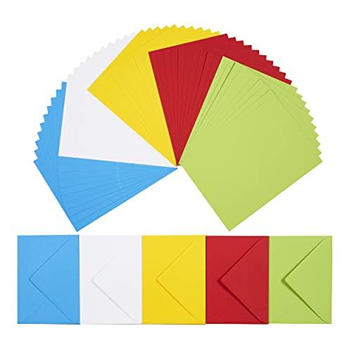 perfect ideaz 50 bunte Klapp-Karten DIN-A6 mit Brief-Umschlag 11 x 15,5 cm, nachhaltig in Deutschland hergestellt, Doppel-Karte in 5 Farben, blanko Set, zum Basteln für Post-, Glückwunsch & Gruß-Karte