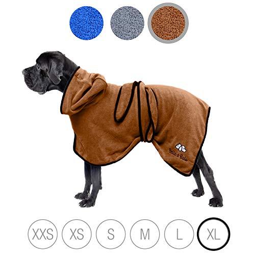 Bella & Balu Hundebademantel aus Mikrofaser + Pfotentuch – Saugfähiger Hunde Bademantel zum Trocknen nach dem Baden, Schwimmen oder Spaziergang im Regen (XL | Braun)