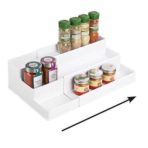 mDesign Especiero extensible para armario de cocina – Estante para especias idóneo como organizador de condimentos, salsas o artículos de pastelería – Anchura adaptable, tres niveles, blanco