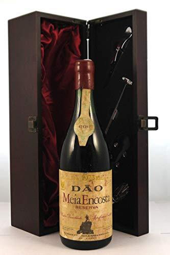 Dao Meia Encosta Reserva 1973 en una caja de regalo forrada de seda con cuatro accesorios de vino, 1 x 750ml