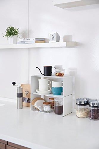 スパイス類、キャニスターなど細々とした小物雑貨から食器も収納可能です。ナチュラルな白でキッチンを爽やかに見せてくれそうですね。