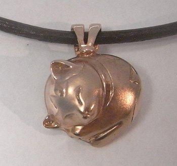 【ペット遺骨ペンダント】猫用デザイン【フタ接着タイプ】K18PG・本革紐ネックレス付き