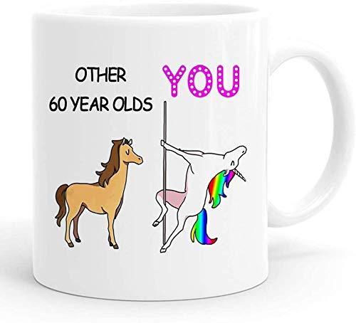 MugFunny - Taza personalizable para 60 cumpleaños para mujeres, 60 cumpleaños, 60 cumpleaños, 1959 60 años de edad, regalo de cumpleaños, tazas para ella, amiga, mamá, hermana, esposa, compañera de trabajo, 11 onzas (yo)
