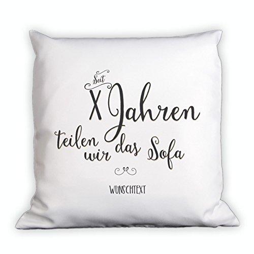 Herz & Heim® Kissen zum Hochzeitstag - seit Jahren teilen wir das Sofa - mit Gratis Namen und Jahreszahl - Hochzeitstag Geschenk