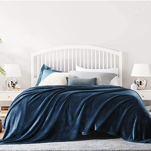 KEITE Mantas para Sofa de Franela,Manta para Cama Reversible de 100% Microfibre Extra Suave,Manta Transpirable (Azul Oscuro, 130 x 150 cm)