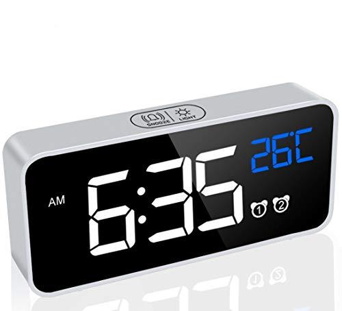 Digitaler Wecker, Sprachsteuerung Funktion/Snooze/ USB-Aufladung/4 Helligkeit und Lautstärke Regelbar/ Temperatur Anzeige,tragbarer Spiegelalarm