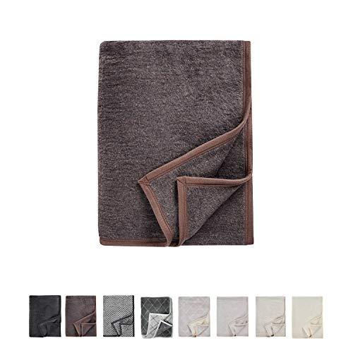 AKION Germany Wohndecke zum Einkuscheln - Wolldecke perfekt für das Sofa oder Bett - Kuscheldecke Uni Braun 150 x 200 cm - Gemütliche und vielseitige Decke