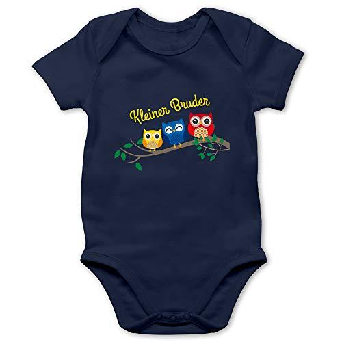 Shirtracer Geschwisterliebe Baby - Kleiner Bruder Eulen - 6/12 Monate - Navy Blau - Baby Body lustig - BZ10 - Baby Body Kurzarm für Jungen und Mädchen