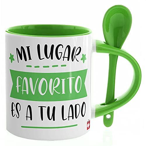 Kembilove Tazas de Desayuno para Parejas – Taza de Café Rojas con Mensaje Mi Lugar favorito es a tu lado – Regalos Originales para Regalar en San Valentín – Tazas de 350 ml con Cuchara