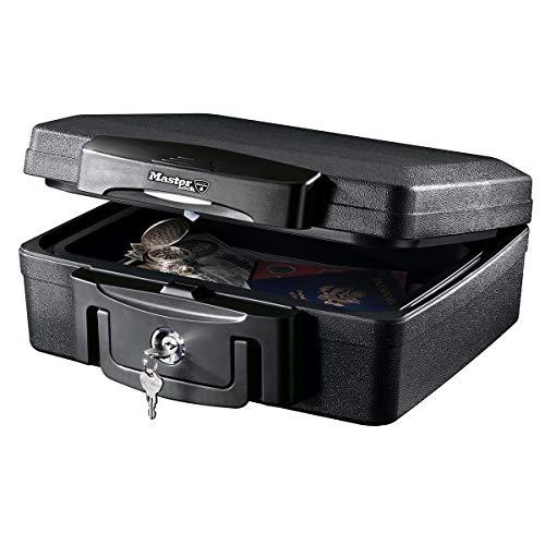 Master Lock H0100EURHRO Caja Fuerte Portatil Ignifuga y Impermeable con Llave Small Adecuada para Documentos, Dispositivos Electrónicos, Soporte Multimedia, Pequeños