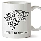 MUGFFINS Taza Parodia de Juego de Tronos - Game of Thrones Mug - El caf se Acerca/Coffee is Coming - Escudo de la casa Stark - Tazas de Series - 350 ml