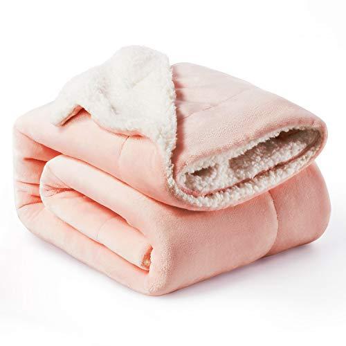 Bedsure Sherpa Decke Rosa zweiseitige Wohndecken Kuscheldecken, extra Dicke warm Sofadecke/Couchdecke aus Sherpa, 150x200 cm super flausch Fleecedecke als Sofaüberwurf oder Wohnzimmerdecke