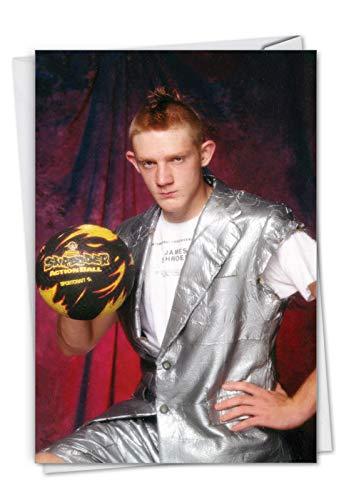 Geburtstagskarte mit Umschlag, Motiv Fierce Ball, 11,4 x 17,5 cm, mit einem seltsam ummantelten Dude, der einen Volleyball hält, C7337BDG